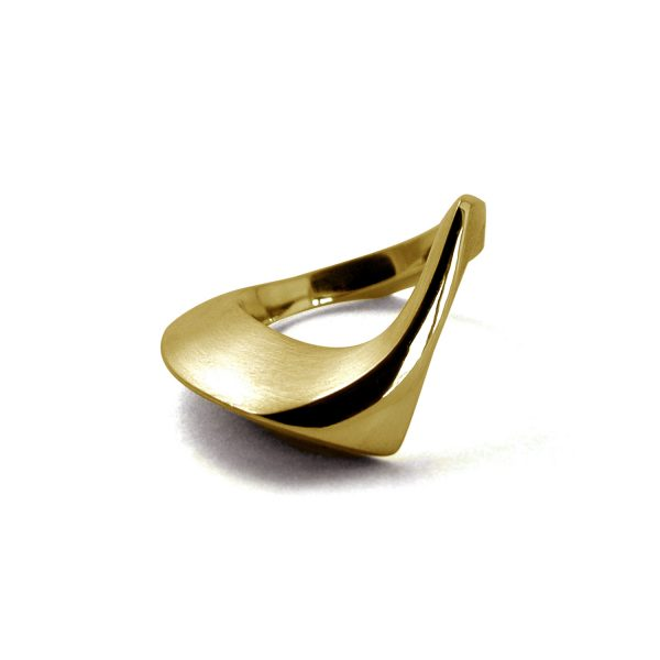 modern 9ct gold ring